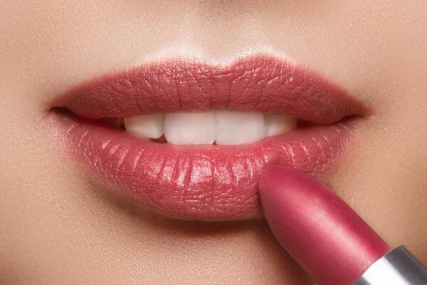 Teinte Le Prune N°104 - EAN: 3770014805041- Loesia - Rouges à lèvres classiques