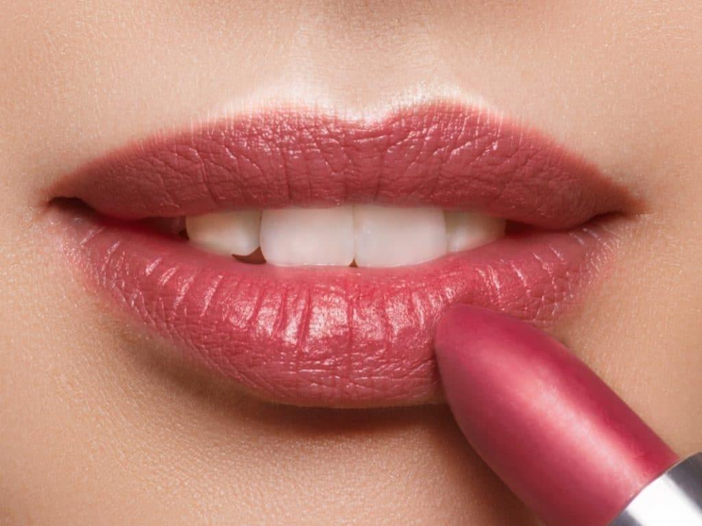 Loesia - Rouge à lèvres Le Prune N°104 - bouche - EAN 3770014805041 - Loesia maquillage biologique et naturel fabriqué en France. Premier Rouge à lèvres français 100% naturel et hydratant