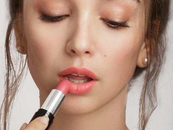 Loesia - Rouge à lèvres Rose N°105 - Debout - EAN 3770014805058 - Loesia Maquillage biologique et naturel fabriqué en France. Premier Rouge à lèvres français 100% naturel et hydratant