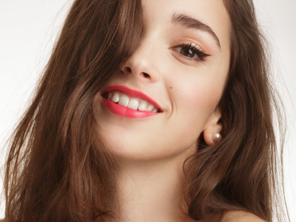 Loesia Rouge à lèvres Le Framboise -N°103 debout - EAN '3770014805034 - Loesia maquillage biologique et naturel fabriqué en France. Premier rouge à lèvres français 100% naturel et hydratant
