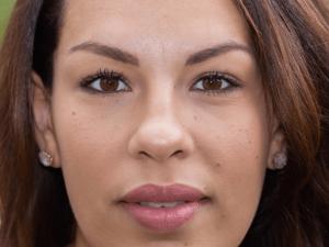 Loesia maquillage biologique et naturel fabriqué en France. Premier Rouge à lèvres français naturel et hydratant. Rouge à lèvres Rose Maeva