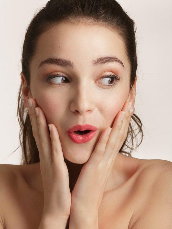 Loesia - Rouge à lèvres Le Cerise N°107 - Candice - EAN 3770014805089 - Loesia maquillage biologique et naturel fabriqué en France. Premier Rouge à lèvres français 100% naturel et hydratant