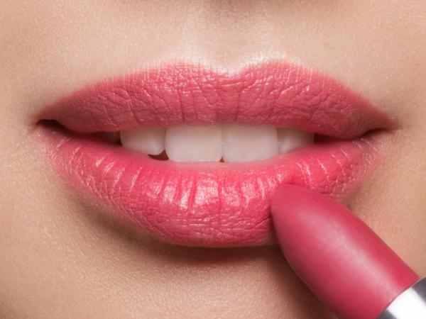 Loesia - Rouge à lèvres Le Cerise N°107 - Debout - EAN 3770014805089 - Loesia maquillage biologique et naturel fabriqué en France. Premier Rouge à lèvres français 100% naturel et hydratant