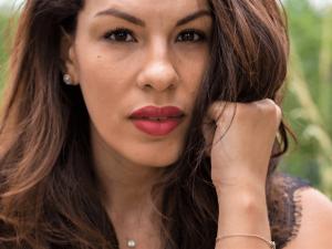 Loesia maquillage naturel français. Premiers rouges à lèvres français 100% naturels et hydratants. Le rouge à lèvres Cerise. Maéva